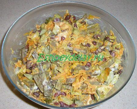 готовый салат из печени с фасолью