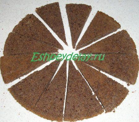 Порезанный на 12 частей бисквит