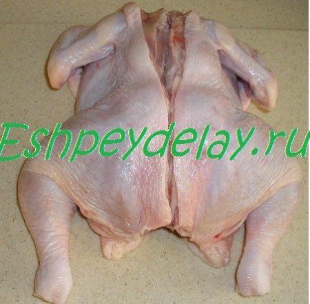 Разрезанная по спинке курица