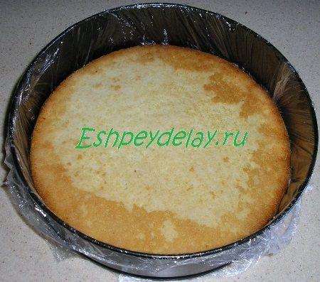 Бисквит в форме для выпечки