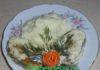 Терпуг в чесночно - сметанном соусе