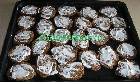 Смазанные майонезом печёночные оладьи