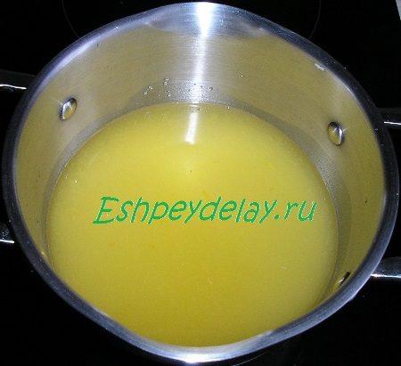 Сок апельсина с сахаром и водой