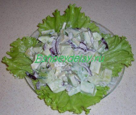 готовый салатик в тарелке