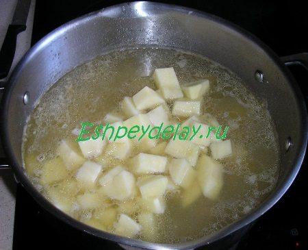 Добавленный в суп картофель