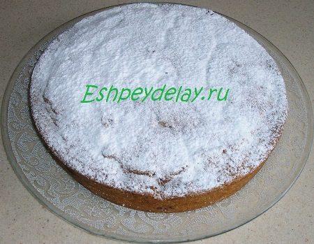Пирог обсыпанный сахарной пудрой