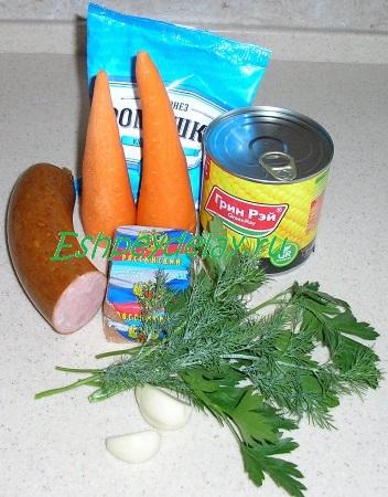 Рецепт морковного салата с колбасой сыром и кукурузой