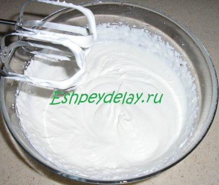 Взбитые сливки с сахаром