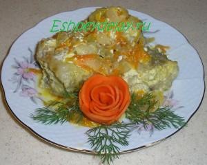 минтай с овощами в сметанном соусе