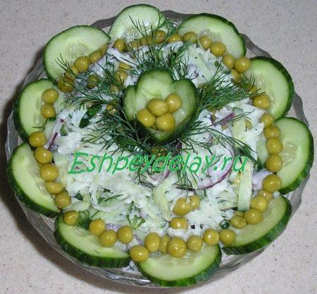 салат из маргеланской редьки с огурцом