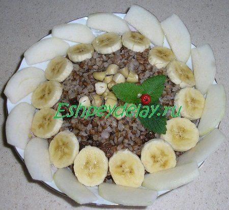 Сладкая гречневая каша с фруктами