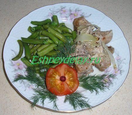 Мясо кусочками в фольге в духовке