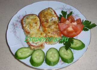 Судак. запеченный в духовке с помидорами и сыром