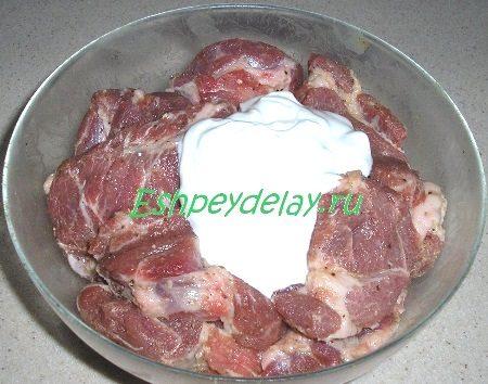 Добавленная к мясу сметана