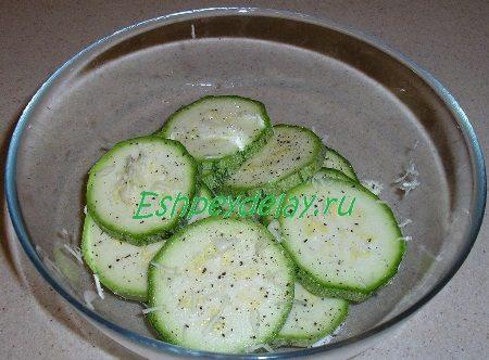 Колечки кабачка с солью и перцем