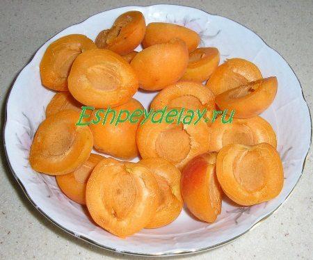 Порезанные абрикосы