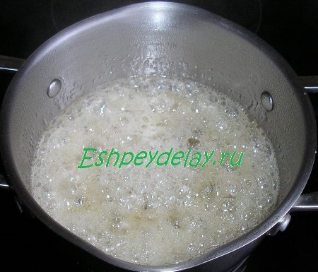 Кипящий сахар с мёдом