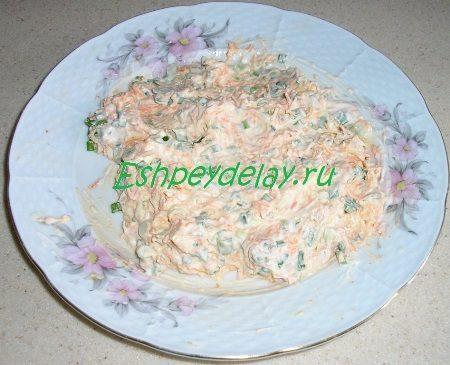 Овощи смешанные с майонезом и сыром
