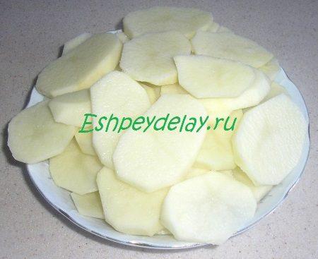 Порезанный пластиками картофель