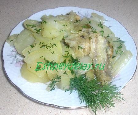 Минтай тушеный с картофелем