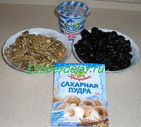 Рецепт чернослива фаршированного грецкими орехами в сметанном соусе