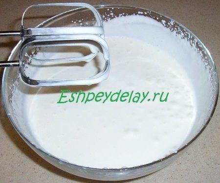 Сметана взбитая с сахарной пудрой