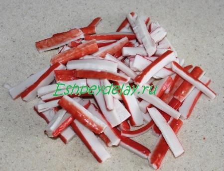 Порезанные крабовые палочки
