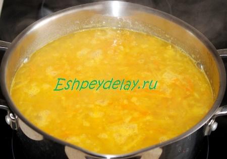 Добавляем в суп обжарку